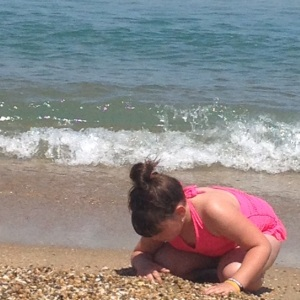 ella-looking-for-hermit-crabs